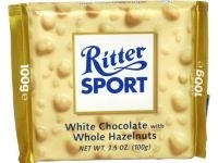 Ciocolata alba cu alune intregi Ritter Sport